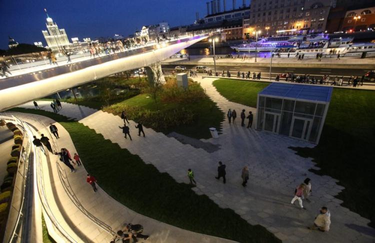 Холодное лето заставило москвичей отказаться от парков и пляжей в пользу интернета