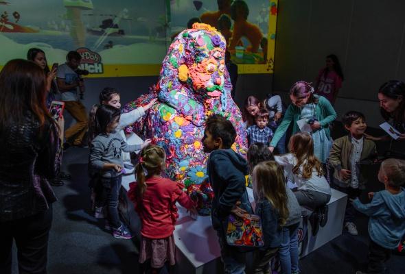 Разноцветный Сфинкс из Play-Doh и другие digital-инсталляции, созданные детьми - Фото №0