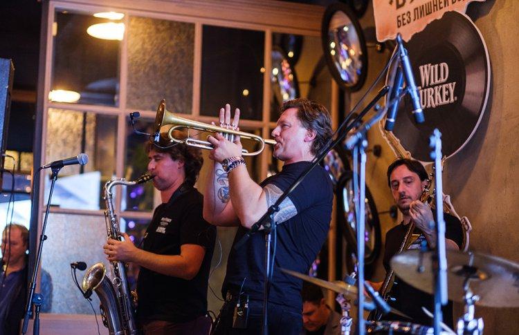«Без лишней воды»: российские знаменитости оценили новый альбом ведущего российского джазмена