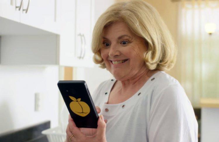 Brazzers представил вымышленный смартфон для просмотра порно