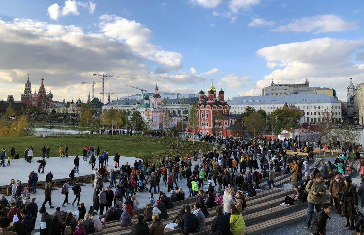 Сколько москвичей посетили «Зарядье» за месяц