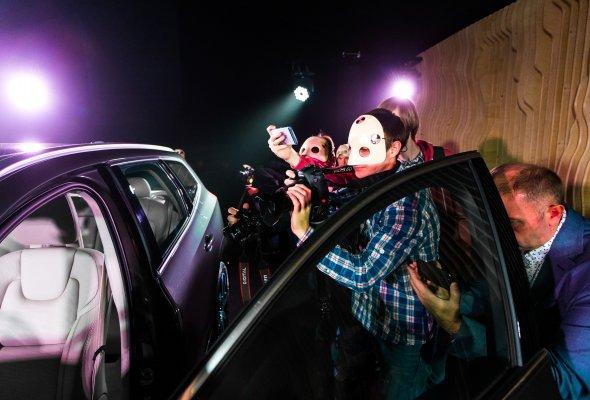 Российская премьера Volvo XC60 состоялась в формате иммерсивного спектакля Moments - Фото №1