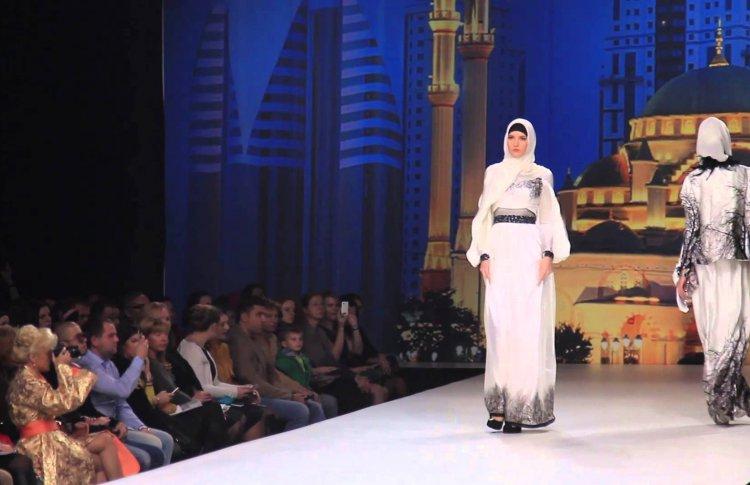 Показ модного дома семьи Кадырова перенесли обратно в парк «Зарядье»