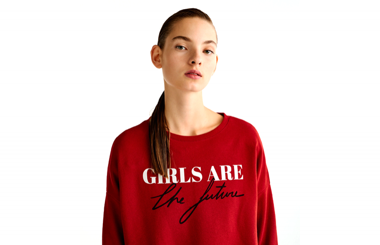 Толстовка с надписью «Girls are the future»