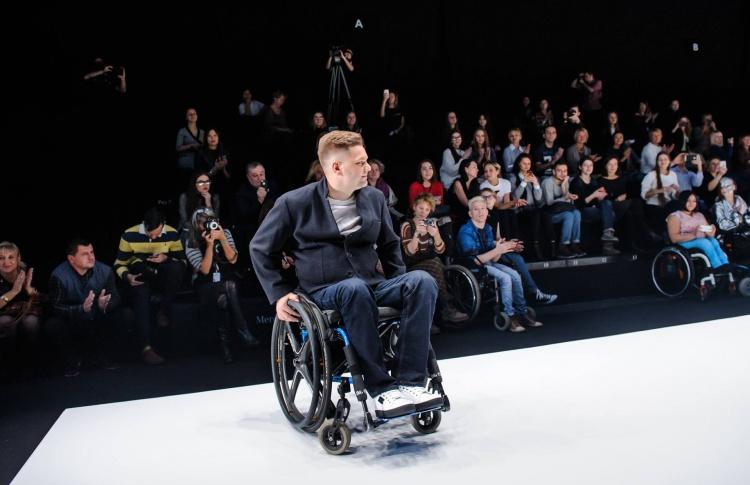 В Москве прошел показ одежды для людей с ограниченными возможностями
