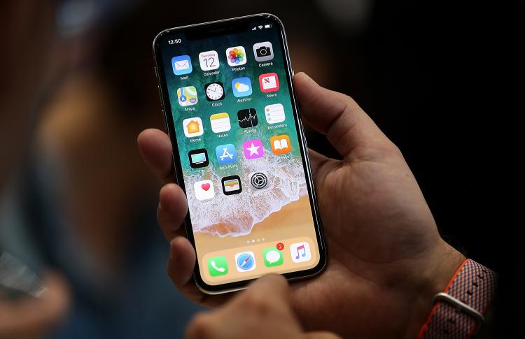 Поставки iPhone X окажутся вдвое меньше запланированных