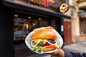 Мясной хардкор: бургеры в МЯSOET на Рубинштейна