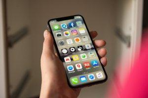 Тест: Стоит ли покупать iPhone X?