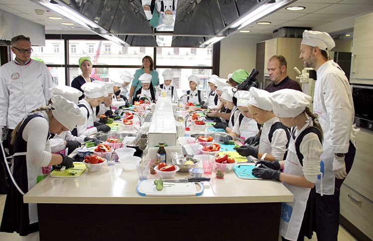 В День повара компания «Нестле» провела отрытый урок кулинарной студии