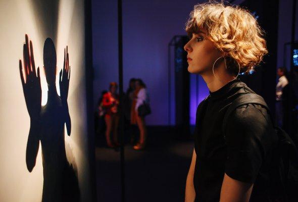 В ЦДХ открылась фотовыставка re:Store «Она. Образы искусственного интеллекта»  - Фото №5