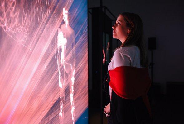 В ЦДХ открылась фотовыставка re:Store «Она. Образы искусственного интеллекта»  - Фото №4