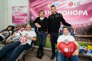 Футбольный День донора на заводе LG Electronics при поддержке  Валерия Карпина и Гильерме Маринато