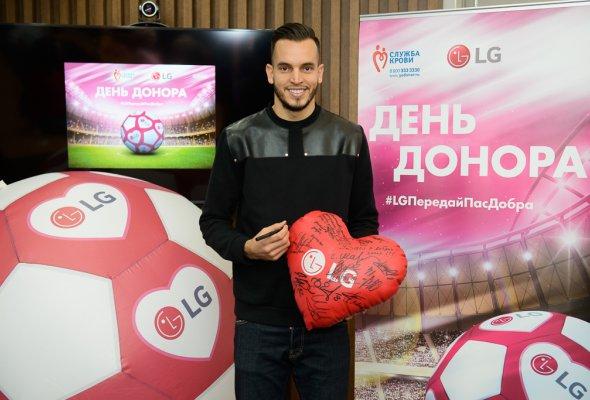 Футбольный День донора на заводе LG Electronics при поддержке  Валерия Карпина и Гильерме Маринато - Фото №1