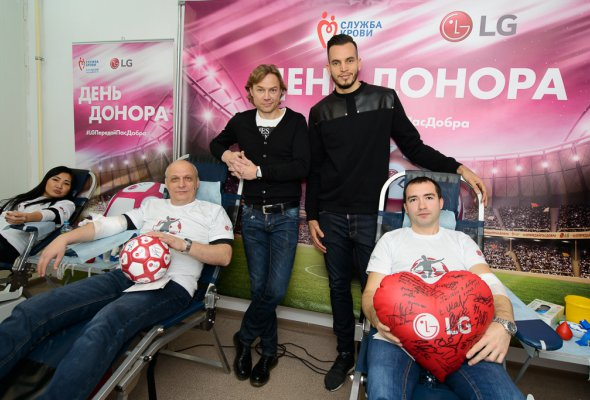 Футбольный День донора на заводе LG Electronics при поддержке  Валерия Карпина и Гильерме Маринато - Фото №0