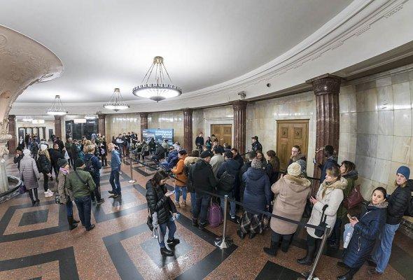 Станция метро Курская превратилась в мобильный кинотеатр - Фото №2