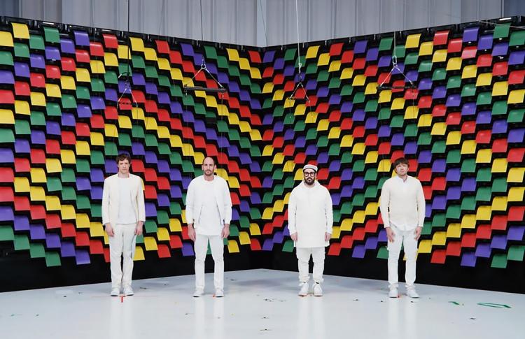 Группа OK Go сняла клип использовав вместо хромакея офисную бумагу и 500 принтеров
