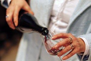 Как научиться выбирать и пить вино в ресторане