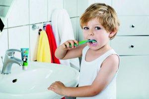 Уход за детскими зубами: развлечение для ребенка, простые правила — для мамы