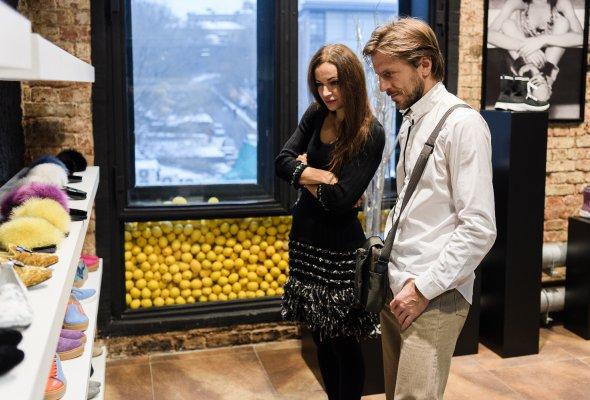 Роман Костомаров, Мария Шумакова и Галина Юдашкина на презентации Jog Dod SS18 - Фото №3