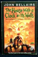 Дом с часами на стене