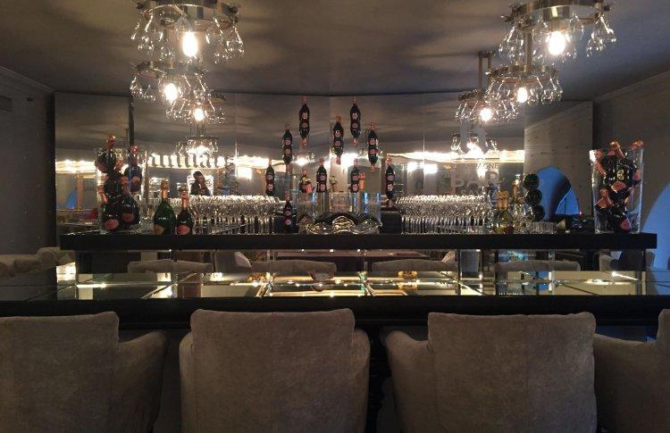R Champagne Bar by SAVVA