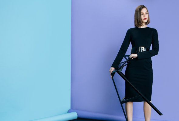BACK TO BASICS – LAVLAN выпустил капсульную коллекцию маленьких черных платьев - Фото №4