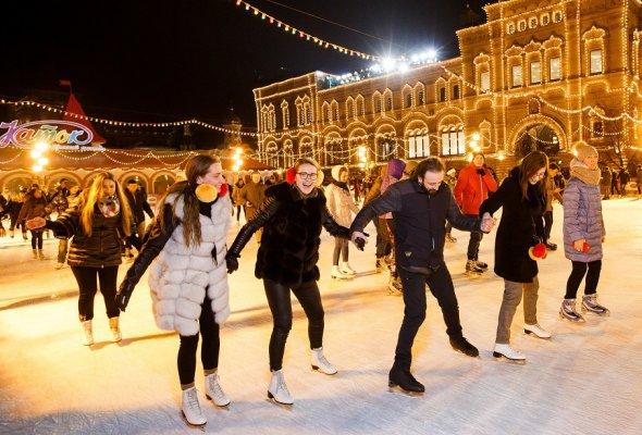 Программа Mastercard Бесценные Города дарит всем новогоднее настроение и приглашает посетить ГУМ-Каток на главной площади страны  - Фото №0
