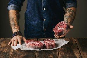 Это наша еда — котлеты, бургеры и стейки