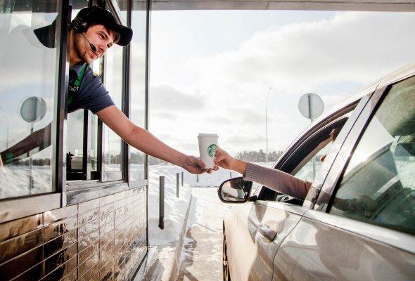 Путешествуйте с кофе: в России открывается первый Starbucks Drive Thru - Фото №1