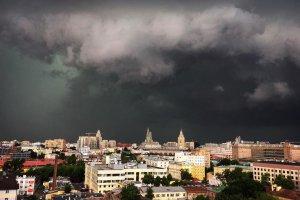 Москвичей просят поберечься сегодня от грозы и ветра
