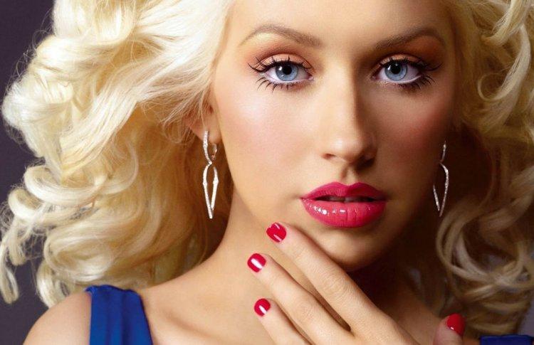 Вышел первый за 6 лет альбом Кристины Агилеры