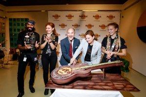 В Петербурге открылось легендарное Hard Rock Cafe