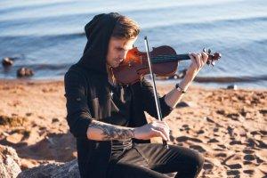 Концерт на крыше: мировые хиты на электроскрипке