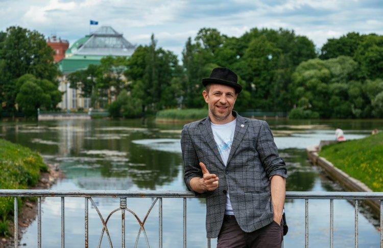 Билли Новик, петербургский джазмен, музыкальный руководитель спектакля
