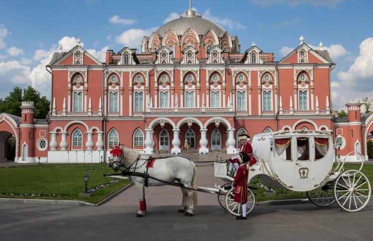 Петровский Путевой Дворец открывает сезон летних бранчей