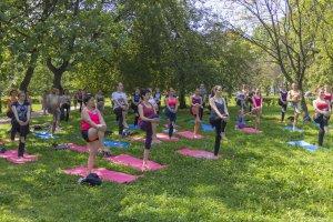 В Петербурге стартовал сезон бесплатной йоги