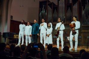 Иранский 3D арт-концерт «Тайна» с участием группы «Гамар» и Хосейна Нуршарга