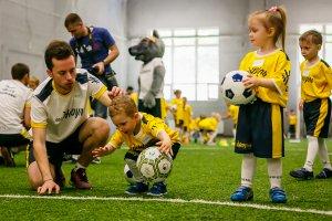 Карапуз с мячом или со скольки лет начинать играть в футбол?