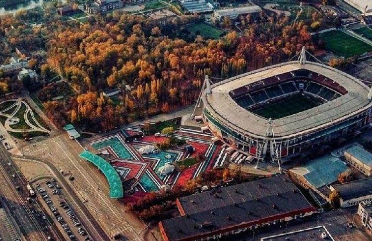 Покрас Лампас расписал площадь под «Локомотив»