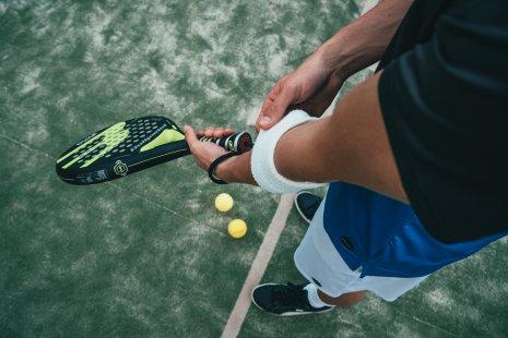10 годных теннисных кортов, два котика и бесплатные сушки