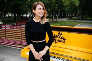 Марина Худых: руки так и тянутся к Желтому пианино