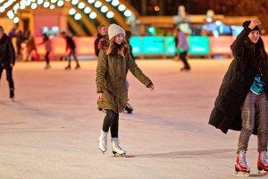 Москвичей научат кататься на коньках в 15 парках города
