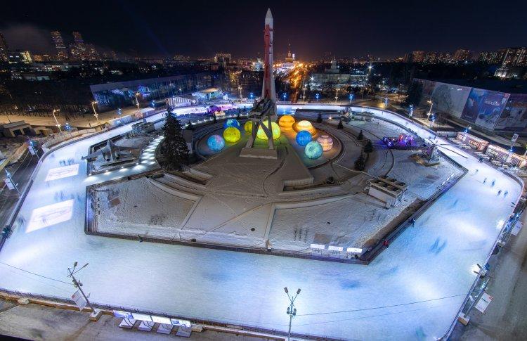 Новогодняя ночь на ВДНХ: шествие дедов морозов, моя Мишель и привет из космоса