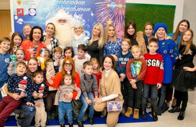 Звёздные гости Кремлёвской ёлки увидели новогоднюю сказку Тайна планета Земля