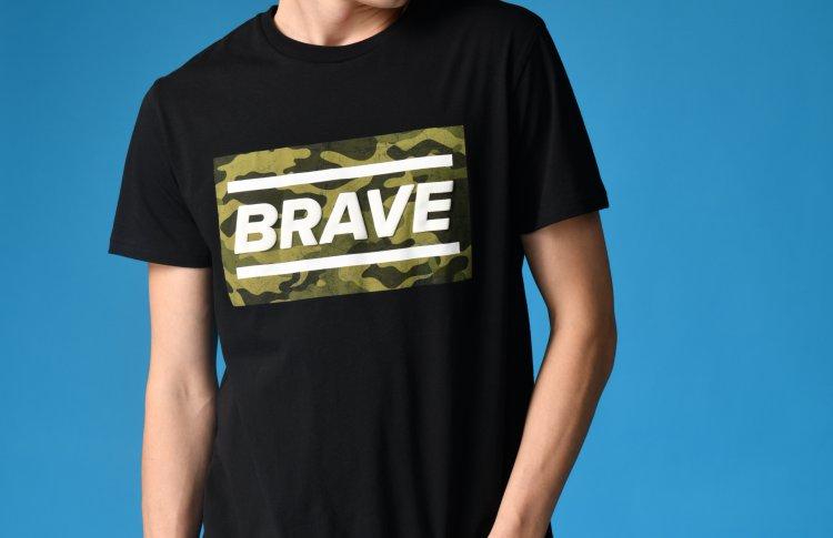 ТВОЕ поздравил мужчин новыми футболками