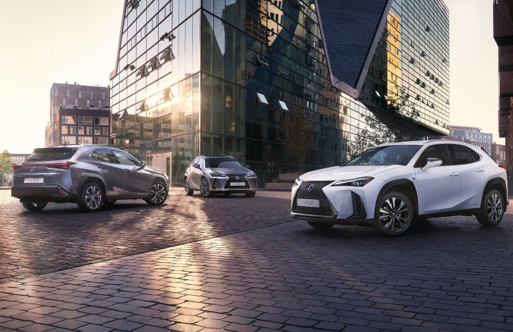 Lexus начинает продажи в России первого компактного кроссовера UX