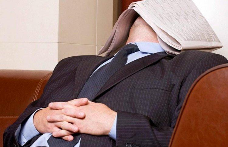 Москвичам посоветовали вместо кофе спать днем