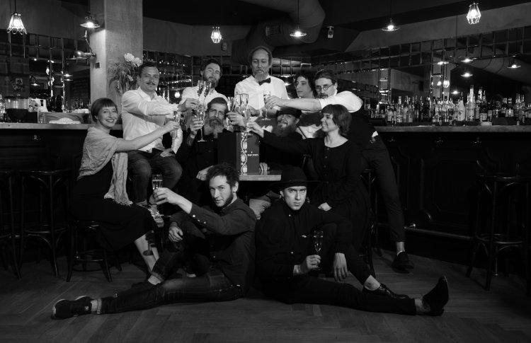 Александра Орлова, Святослав Власенков / бар Dead poets: у нас гостей встречают приветливые и интеллигентные люди