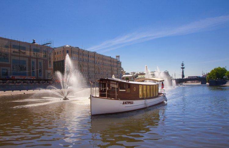 Индивидуальная прогулка по Москве-реке на персональном катере «Ласточка»