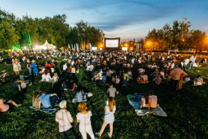 Более 1000 городов России примут участие в фестивале уличного кино